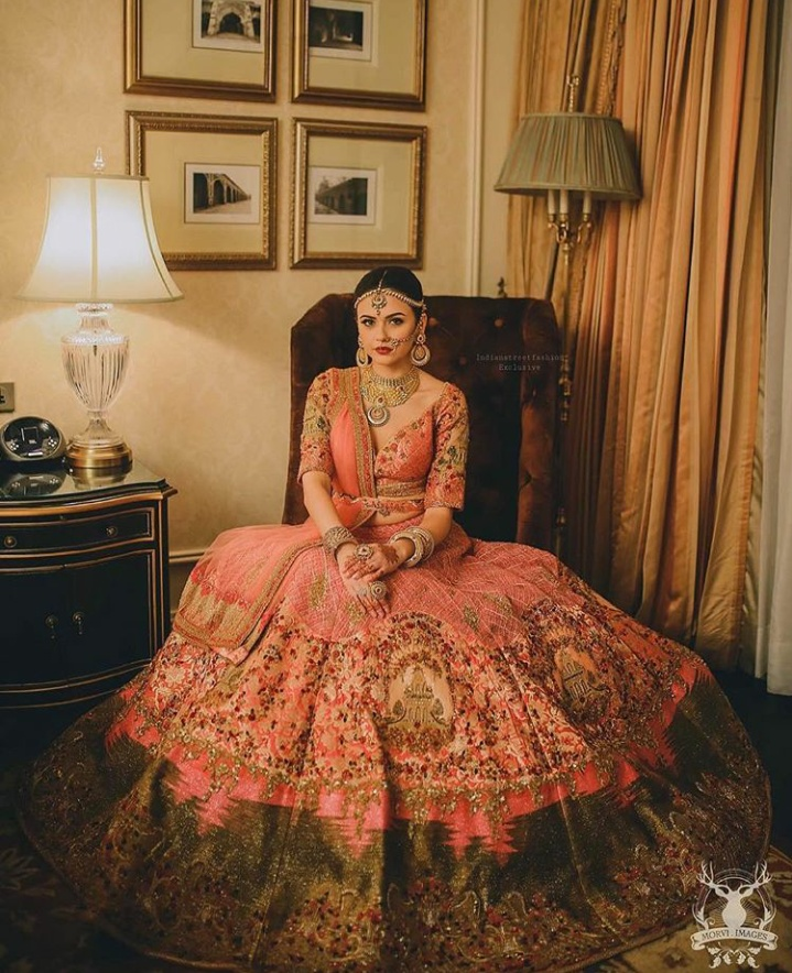 5. A peachish pink lehenga with just the right amount of diamond jewellery is making this bride look even more beautiful!
