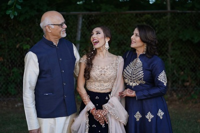 The bride having a good time with her parents at her sangeet