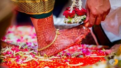 Intricate bridal mehendi design for feet
