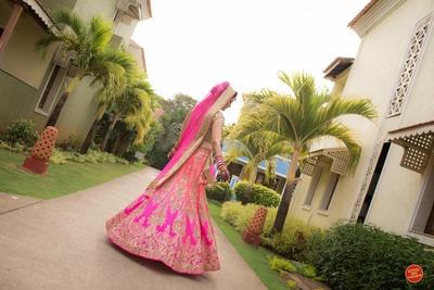 Pink bridal twirl captured beautifuly by Little big weddings