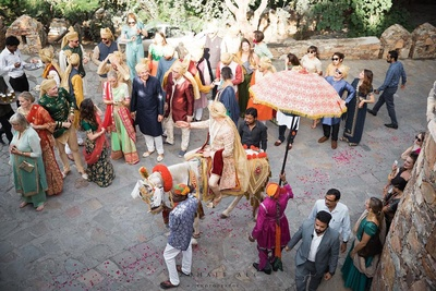 groom's grand entry to the wedding ceremony on a ghodi