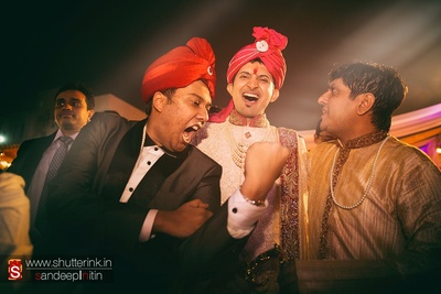 Groom being carried royally with utmost enthusiasm