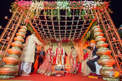 Vedi Mandap setup- ascending pottery decoration, floral canopies made of patterned Jasmine flowers, clustered floral arrangements and strings of Jasmine