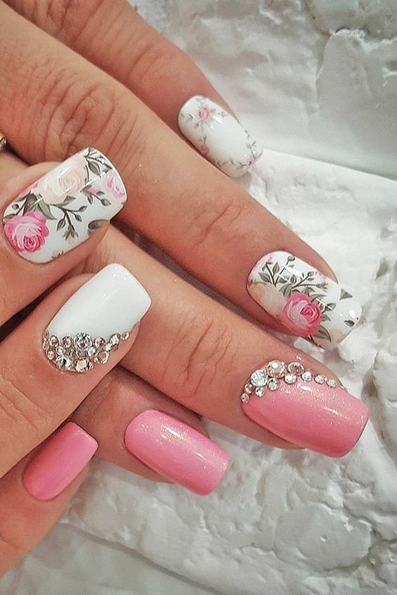 10+ Easy and Gorgeous Wedding Nail Art Design Ideas for the Indian Bride! |  Bridal Look | Wedding Blog