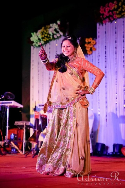 Bride to be performing for the sangeet