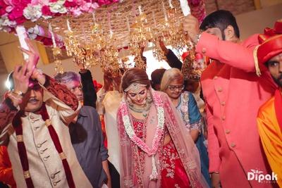 Bride enters the mandap under her floral chaddar
