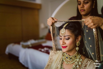 Regal choker and raani haar styled with brown ombre eyeshadow and dark red lipstick