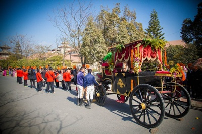 Groom entering the wedding ceremony in a beautifully decorated carriage.