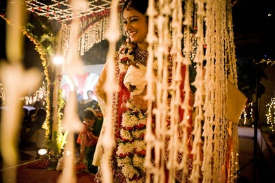 Vedi mandap was decorated with Tube Roses strings and arbor