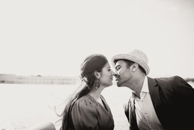 romantic pre wedding shoot by the lakes in udaipur