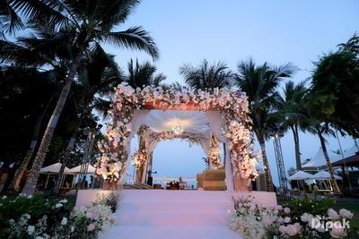 Subtle, sober and elegant- this mandap is sure to take your breath away!