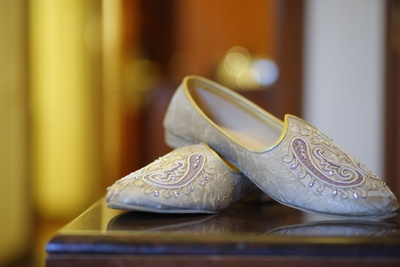 Customized mojdi to match the groom's wedding outfit