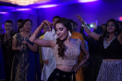 The bride showing off her graceful moves at her sangeet
