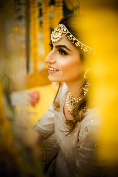An interesting click of the bride on her mehendi ceremony