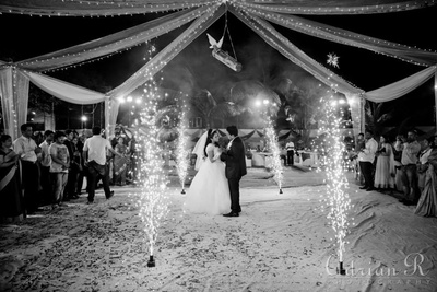 Alluring fire crackers adds to the drama of the couple's first dance
