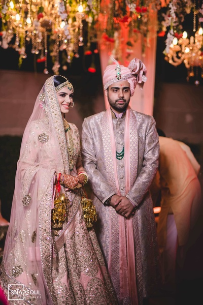 The couple looks straight out of a fairytale!