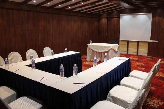 Dee Empresa Hotel Taltala Kolkata - Banquet Hall
