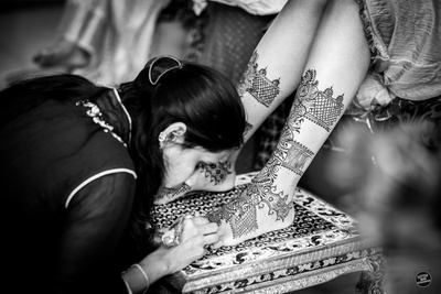 Black and white photography of the bride's feet mehndi design