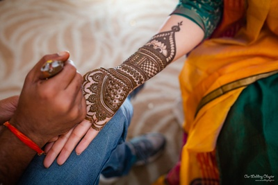 Mansi had some stunning mehendi design on her hand