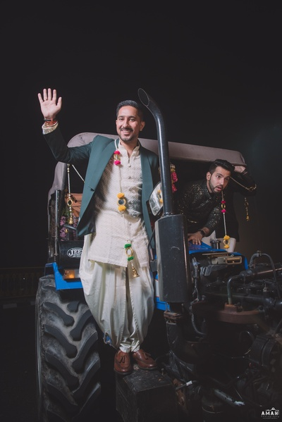Parth enters on a tractor for his sangeet