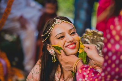 Flower jewellery adds extra charm to this haldi function