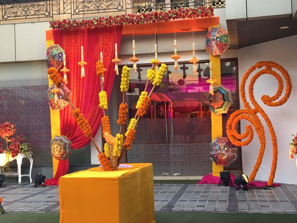 Dee marks hotel resorts mahipalpur delhi banquet hall for Decor international delhi