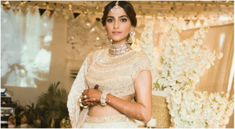 Sonam Kapoor's official mehndi function saw the best of ivory & gold – who wore what & how! #Sonamkishaadi