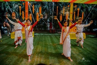 traditional dhunuchi dance at the haldi ceremony