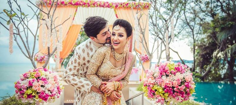 Pranav & Mugdha Phuket : Hindu Wedding with Glittering Gold Elements and a Gorgeous Bride