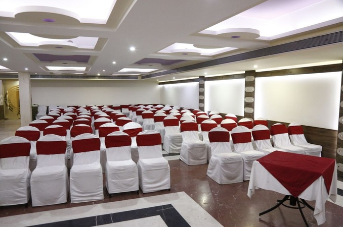 Hotel Nisarga Maharana Pratap Nagar Bhopal - Banquet Hall