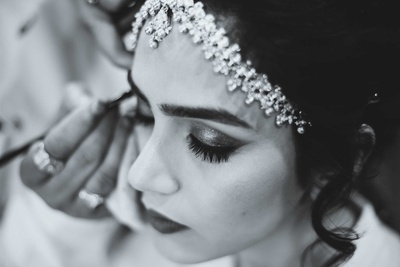 Black and white portrait of the bride getting ready