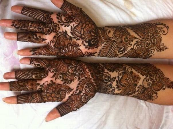 Divina Beauty Parlour | Baroda | Mehendi Artists