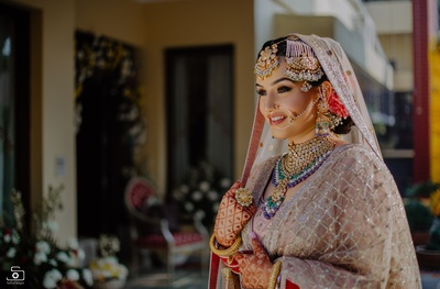 This bride looked absolutely swell in her baby pink shimmer lehenga paired with oversized jewellery!