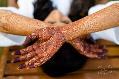 Bridal Mehendi photography by Serendipitious Smiles