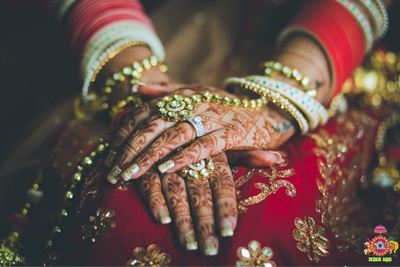 Wedding details like bridal wedding jewellery design and mehendi designs captured