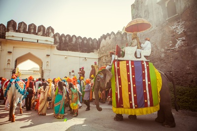 The groom enters Devi Garh Palace on his adorned elephant