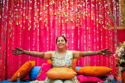 The bride showing off her mehendi design