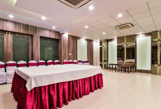 Hotel Uma Palace Varanasi Cantt Varanasi - Banquet Hall