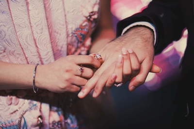 beautiful engagement rings of the couple