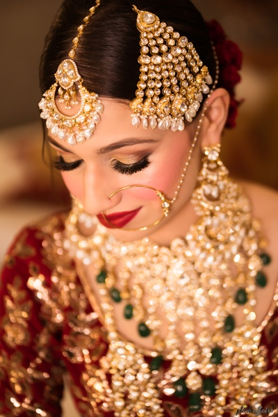 We are smitten by this beautiful bride's classic nose ring, passa and maangtikka.