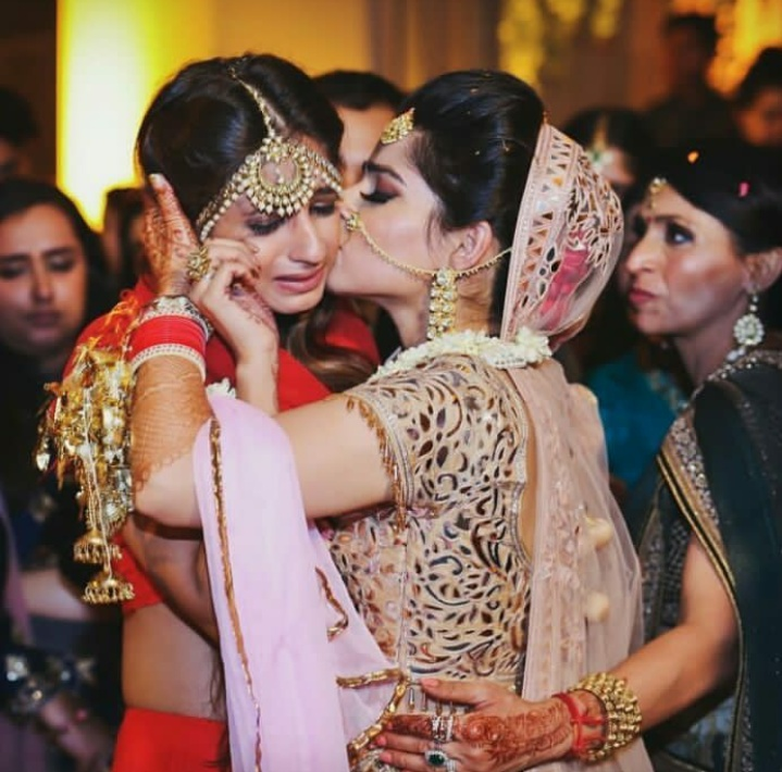 1. This BFF who just can't let go off the bride!