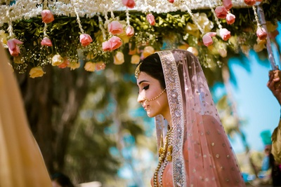 Kiran enters the wedding venue at Lalit Golf and Spa Resort, Goa under her floral chaddar