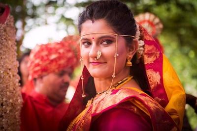 Simply designed elegant Mundavalya