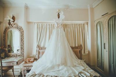 The splendid bridal gown by Elie Saab!