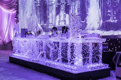ice and glass bar to give a royal effect