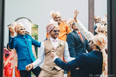 The groom has some fun grooving  with his family and friends in the baraat on the way to the venue!