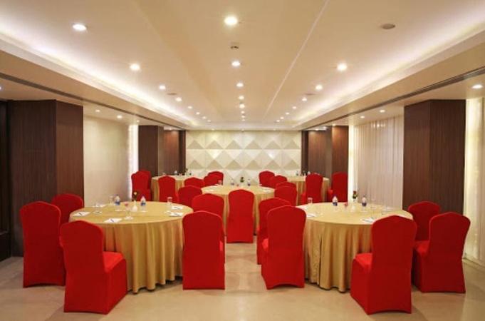 Golden Tulip MI Road Jaipur - Banquet Hall