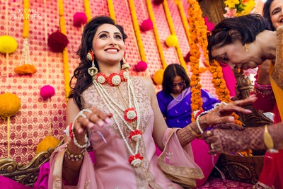 Mehendi decor and floral jewellery go hand in hand