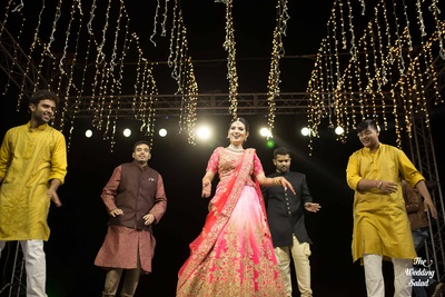The dulhan shaking a leg with her bridesmen at the sangeet.