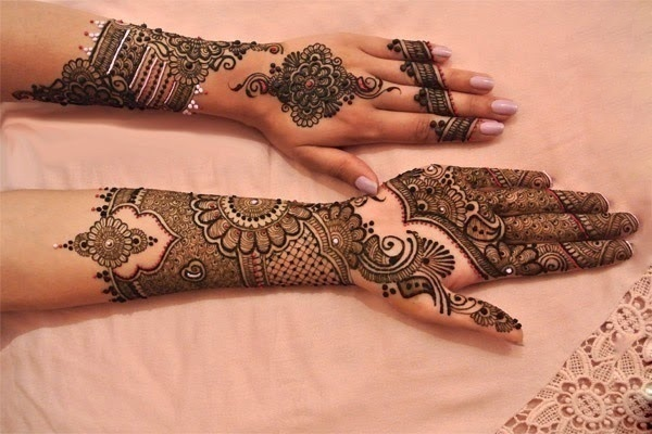 Coloured mehndi design